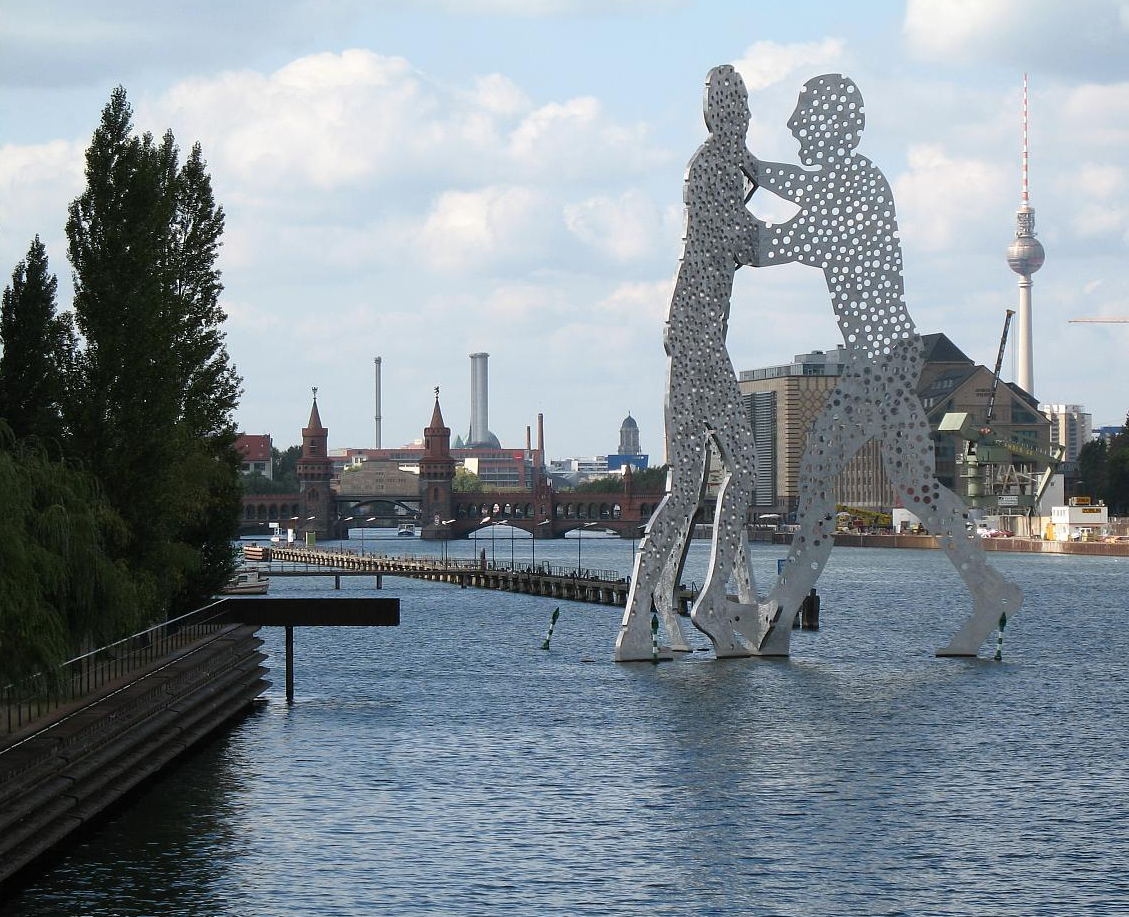 """Molecule Men"" statue in Berlin  in front of Berlin Osthafen."